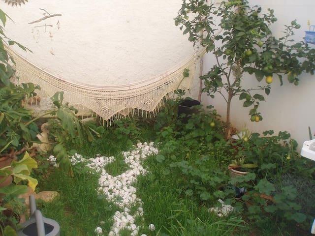 room- ground floor- garden-downtown - Palma de Mallorca - Rumah