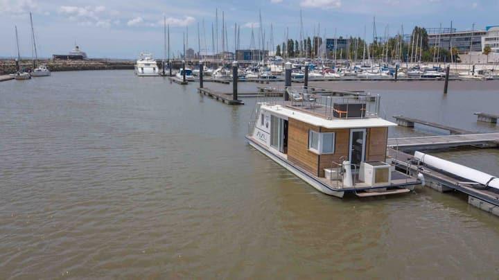 Houseboat Aquacasa unique experience