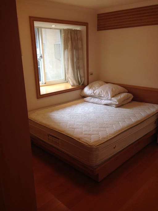Queen Size Bedroom - Will provide clean Sheets