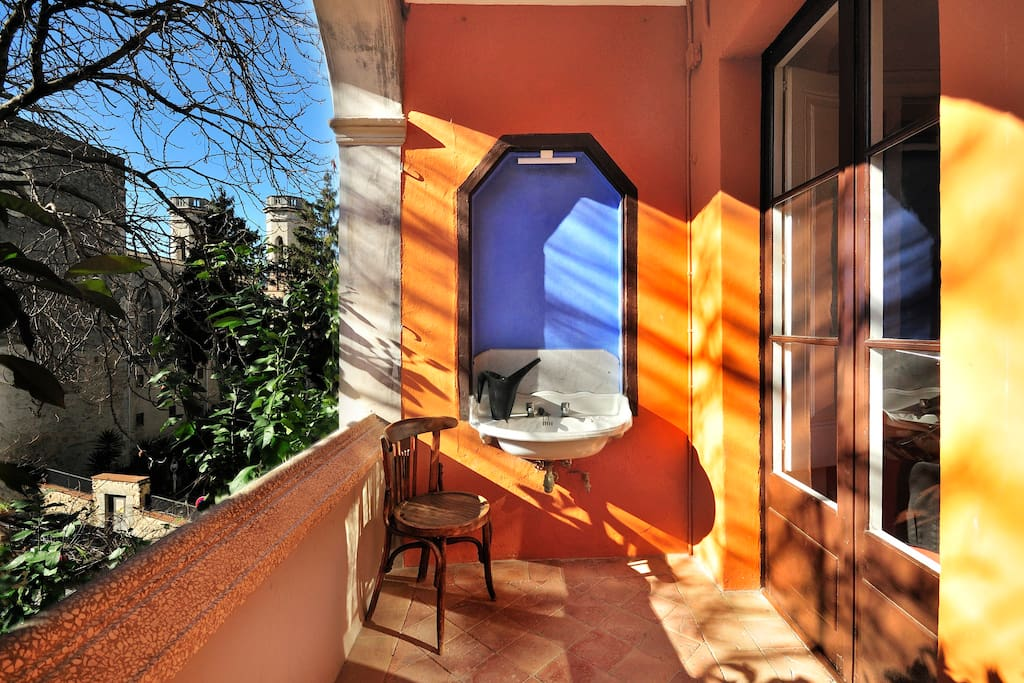 maison dans la vieille girona maisons louer g rone catalunya espagne. Black Bedroom Furniture Sets. Home Design Ideas