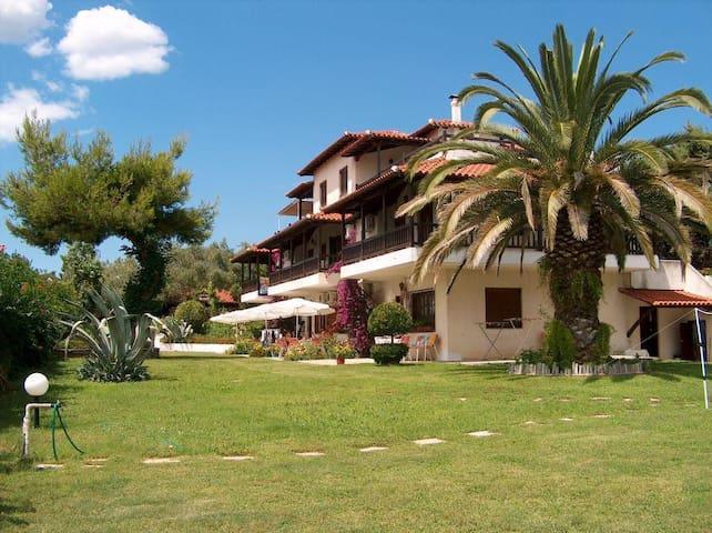 Villa Oasis house on the beach - Nea Poteidaia - House