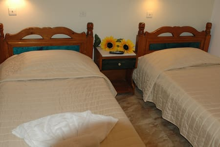 room for three in the heart of Fira - Thira