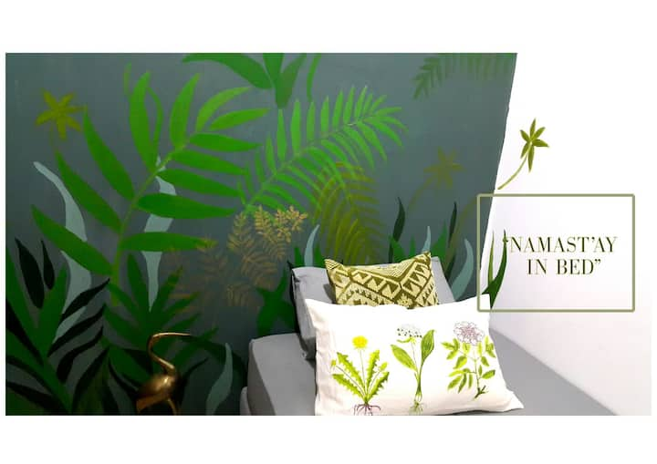 single bed room - tropical mural