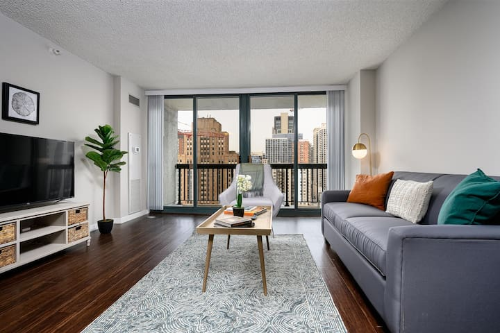 Kasa | Chicago | Lovely 1BD/1BA River North Apartment