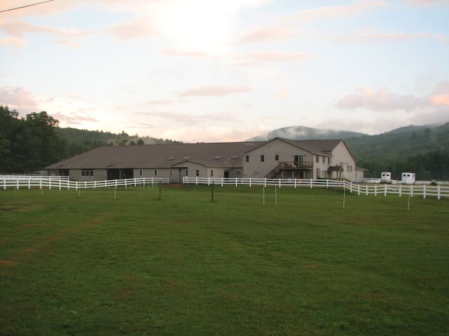 White Mountains-river valley farm - Campton - アパート