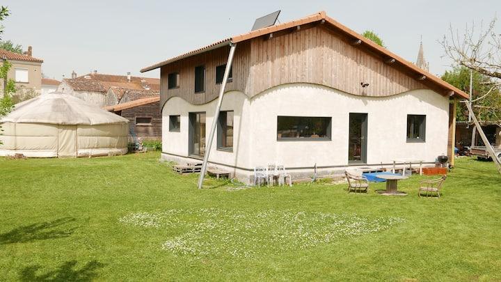 """Séduisante maison """"organique""""- Cœur de village"""