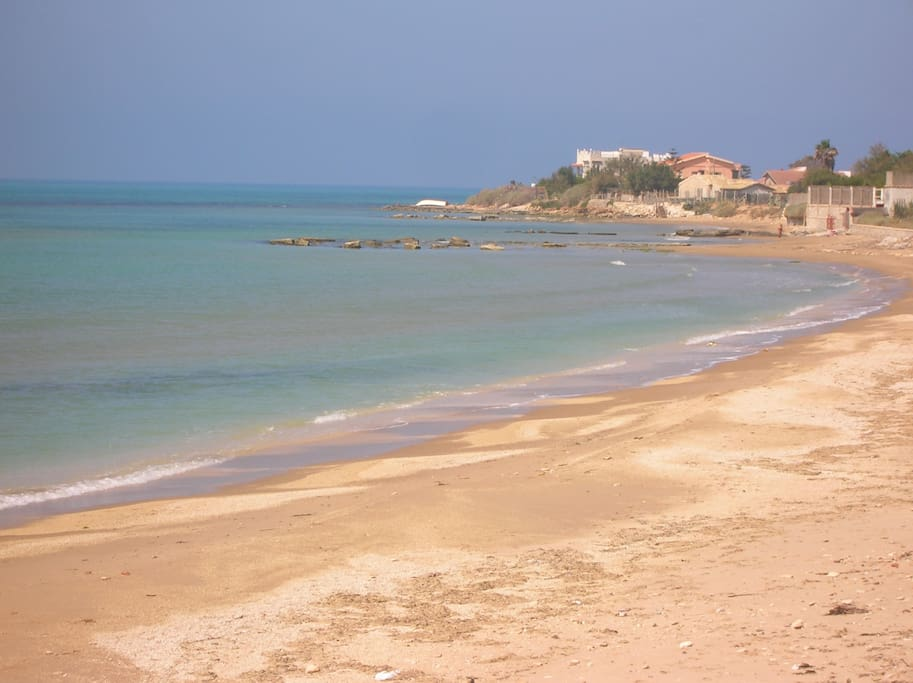 La nosta spiaggia con sabbia dorata, a 30 metri da casa