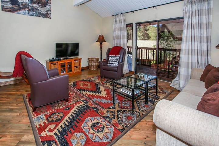 Snow Summit Townhome Cozy 2 BR Prime Lift Location