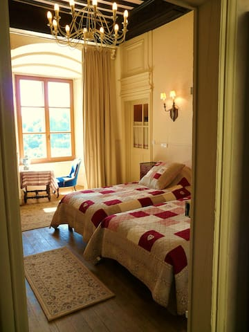Chambre de la Vallée dans un château MH XIème - Jaulny - Schloss