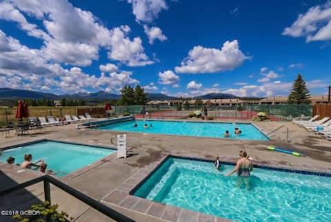 Charming Condo w/ Hot Tub, Pool & Prime Location