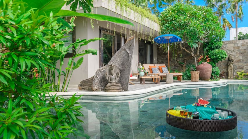 HUGE LUXE FAMILY RESORT*3 POOLS*BEACH*FULL SERVICE