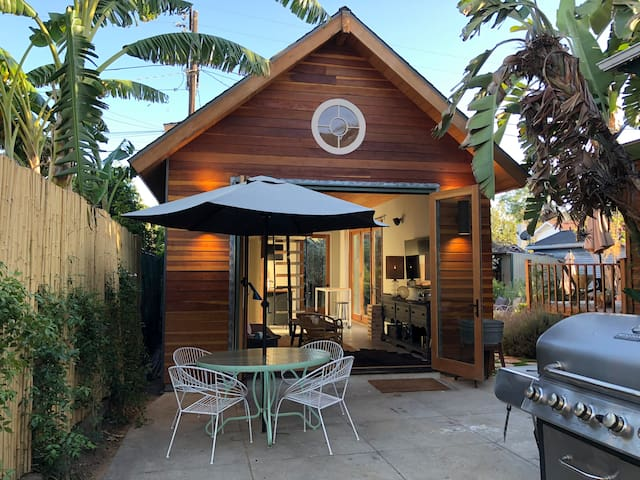 Modern Hideaway, blocks from Hollywood and Vine