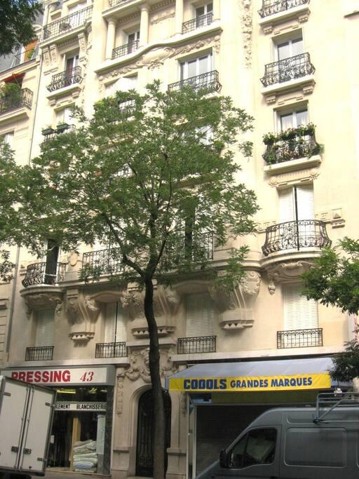 43 rue Brochant, palazzo haussemmaniano 1901