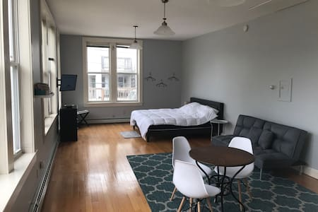 Spacious studio in downtown Oakland