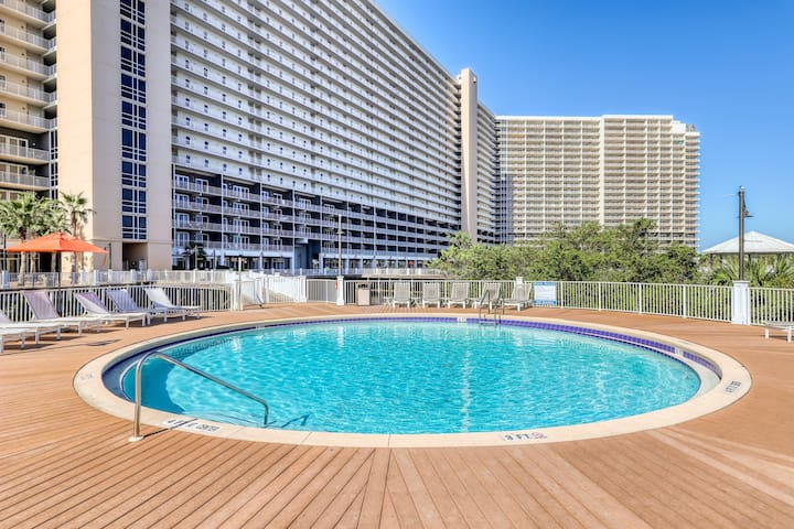 Lake view condo w/shared pool/hot tub, putting green & beach access