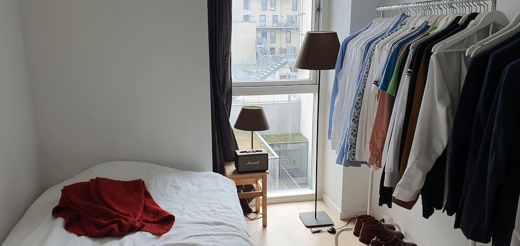 Room in new apartment, 15 min from city centre