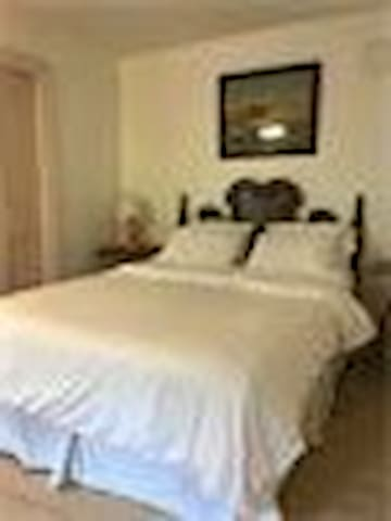 Riley Room - The Willow Tree Inn