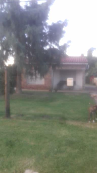 Casa ubicada a 50 metros de locomoción desde y hacia Montevideo
