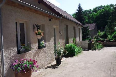 Maison entre vignes et châteaux - Saint-Sernin-du-Plain