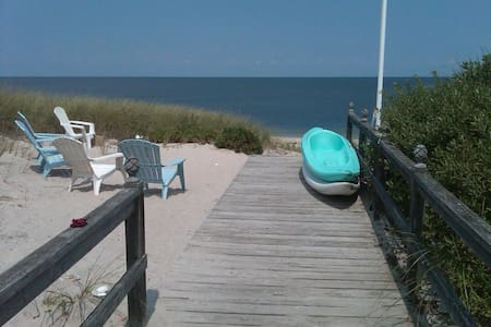 4 BR Beach House 1.5 hrs from NYC - Wading River - Maison
