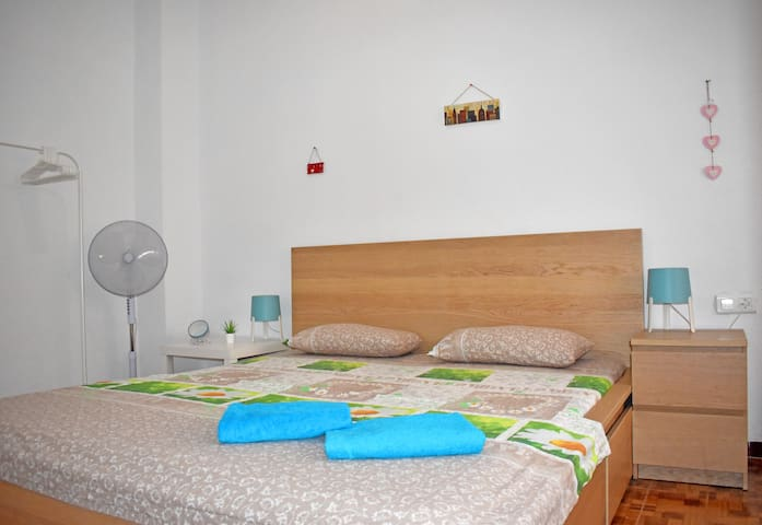Room near Alacant-Terminal, king size bed, WIFI