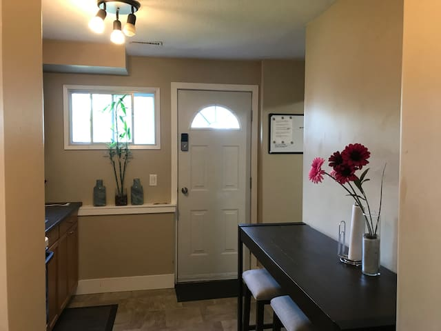 Entire 2 bedroom suite near hospital and downtown