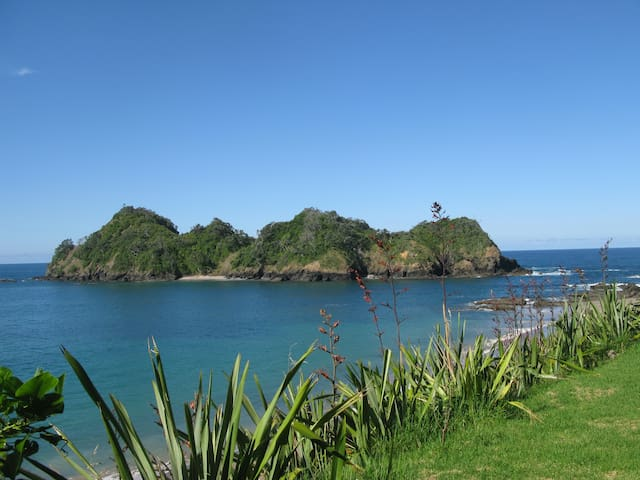 Stay at this white sandy beach - Whananaki