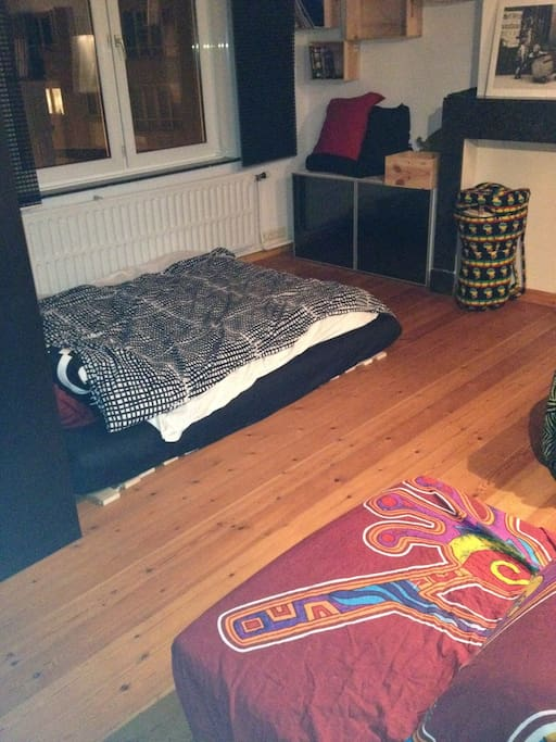 your room : double bed, drum, washbasin and working space