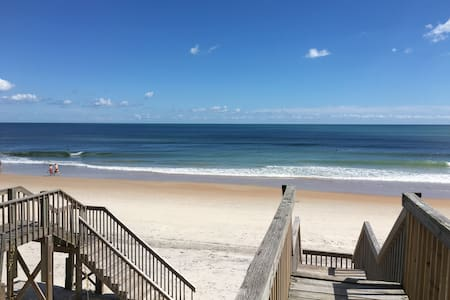 LunaSea: Ocean Front 2 Bed Surf City-Walk to dine! - Appartement