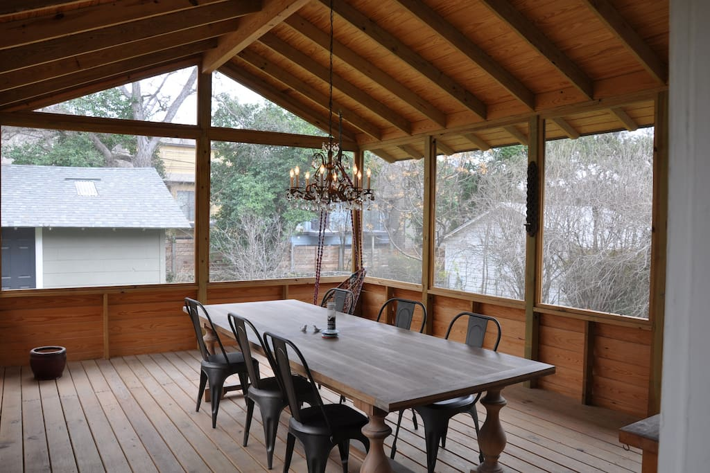 Large screened in porch - perfect for al fresco dining