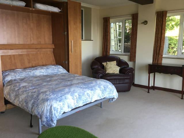 Wall (Murphy) bed