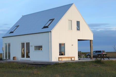 SOUTH EYJAFJALLAJOKULL MODERN HOUSE - Hvolsvöllur