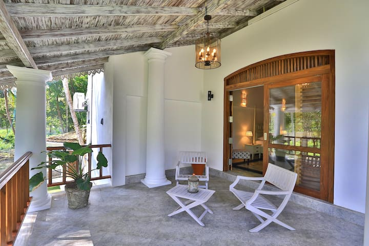 Spacious Suite with a huge Porch in Ahangama