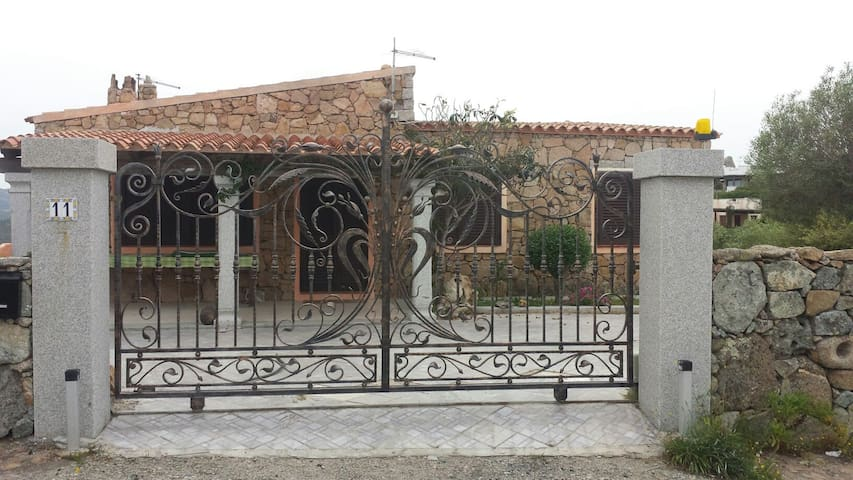 Casa al mare con giardino a Porto Istana - Porto Istana - Casa