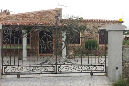 Casa al mare con giardino a Porto Istana - Porto Istana