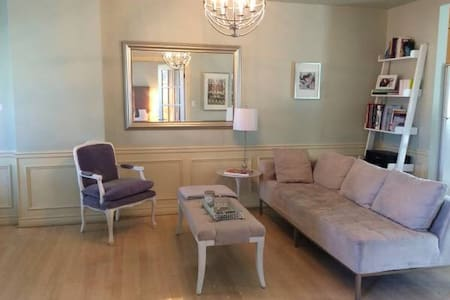 Elegant Victorian Style 1BD - Toronto - Apartment