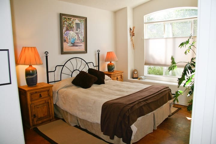 North Valley ABQ Queen Bed