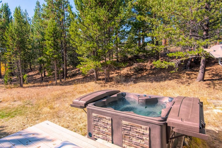 Updated 3BR w/Deck & Hot Tub- Near Camp Richardson
