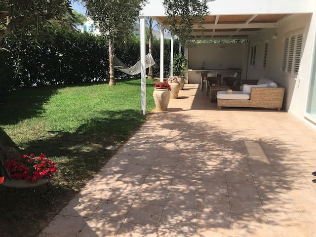 Apartment with garden and salt pool - Punta Secca