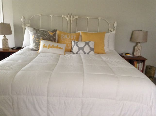 Beautiful master suite at the Shore - Margate City - Hus