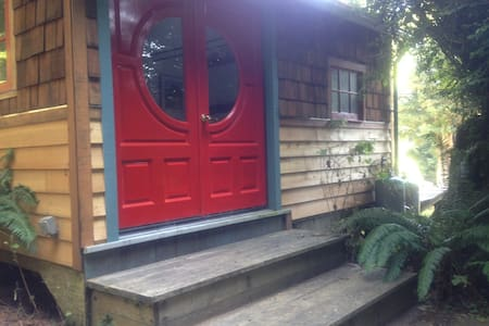 little redwood shingle cabin - Rio Dell - Kabin