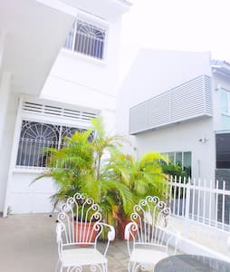 Nice Villa Room 6mins Walk to MRT - Hus