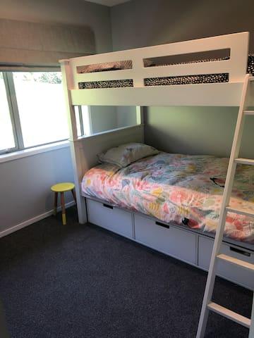 Bunk room (both beds king single)