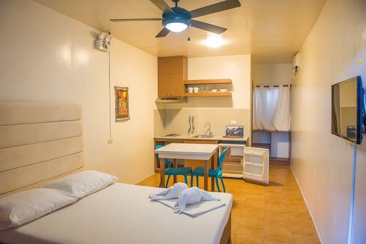 Room w/ Kitchen near D'Mall Stn 2 干净的经济型客房位于长滩岛中心
