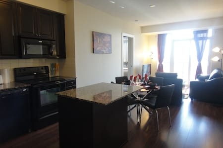 Spacious 2 BR Luxury Furnished Apartment SquareOne - Mississauga