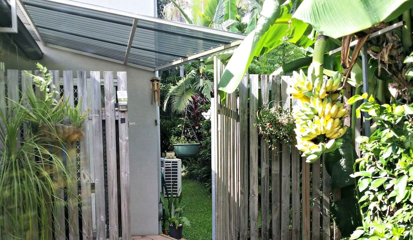 Private, spacious, garden oasis with free WiFi - Bungalow - Appartement