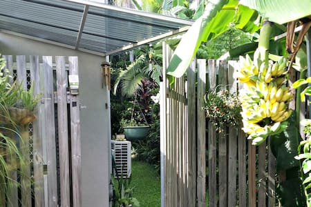 Private, spacious, garden oasis with free WiFi - Daire
