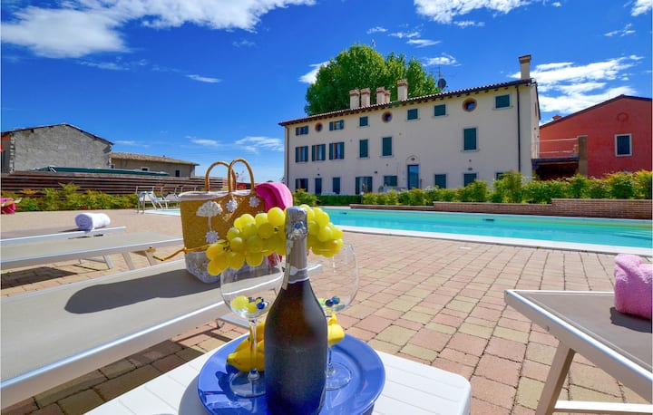 Amazing apartment in Cavaion Veronese VR with 2 Bedrooms, Outdoor swimming pool and Outdoor swimming pool