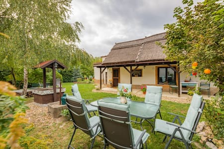 ★ Gorgeous 2 BR Cottage by the Lake ★