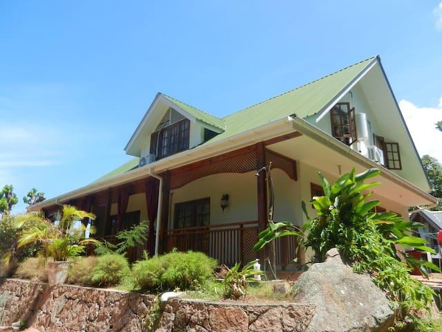 Kaz Ladouceur Oceanview 3 BR Villa - La Digue - Villa